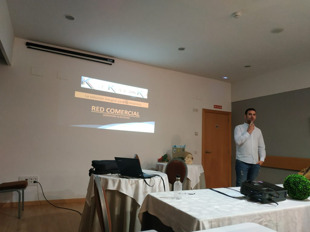 Abraham Albarrán presenta la red comercial