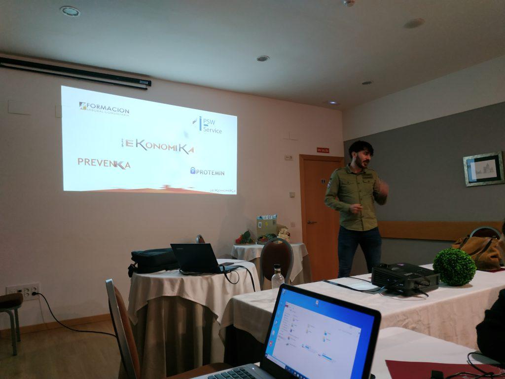 Marcos Arango presenta los productos del Grupo EKonomiKa